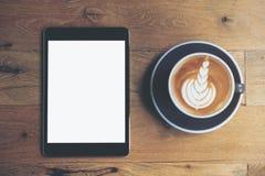 Tableta y café Imagenes de archivo