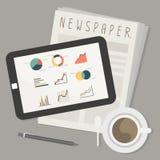 Tableta y periódico con café Fotos de archivo libres de regalías