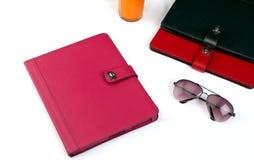 Tabletabdeckungen und -Sonnenbrille Lizenzfreie Stockfotos