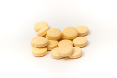 Tabletas amarillas con el fondo blanco Foto de archivo libre de regalías