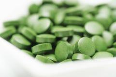 Tabletas de la Chlorella - algas verdes Fotografía de archivo