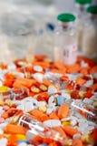 Tabletas, píldoras y fondo coloridos de las drogas imágenes de archivo libres de regalías
