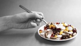 Tabletas y cápsulas como tratamiento de una enfermedad en la macro p Fotos de archivo