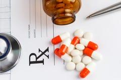 Tabletas y receta Foto de archivo