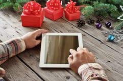 Tabletcomputer in mensenhanden Ñ  loseup Royalty-vrije Stock Fotografie