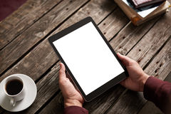 Tabletcomputer met het geïsoleerde scherm in mannelijke handen Stock Foto