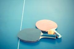 Tabletennis o racchette e palle di ping-pong sulla tavola Conce di sport Fotografia Stock Libera da Diritti