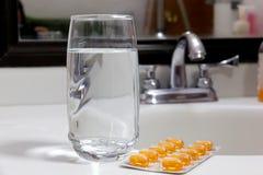 tabletki szklana wody Zdjęcia Royalty Free
