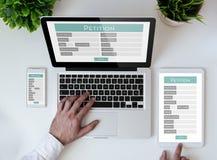 tabletop γραφείων σε απευθείας σύνδεση μορφή αίτησης στοκ εικόνες