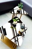 Tabletop γυαλιού με τη διακόσμηση Στοκ Εικόνες
