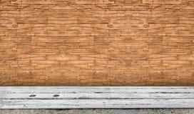 Tabletop με το τούβλο Στοκ εικόνα με δικαίωμα ελεύθερης χρήσης