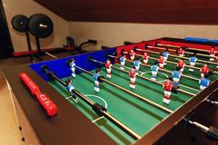 Tabletop παιχνίδι - foosball επιτραπέζιο χόμπι, αθλητισμός επιτραπέζιου ποδοσφαίρου στο recr Στοκ Εικόνες