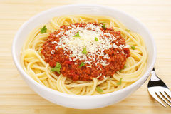Tabletop italiano de Bolonhês do espaguete da massa do alimento fotografia de stock