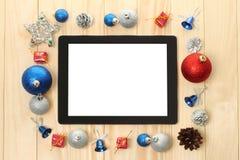 Tabletpc met Kerstmisdecoratie Stock Afbeelding