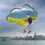 TabletPC på den blåa skyen Arkivfoton