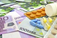 Tablets auf Geldhintergrund Lizenzfreie Stockfotos