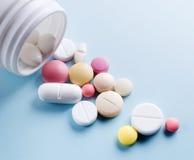 Tablets mit Kapseln Lizenzfreies Stockbild