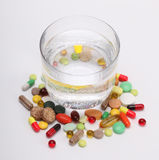 Tablets and pills and glass of water Royalty Free Stock Photography