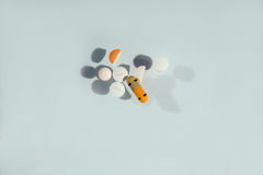 Tablets and pills on the table Royalty Free Stock Photos
