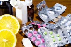 Tablets und Zitrone Lizenzfreie Stockbilder