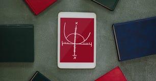 Tablette avec des icônes d'école sur l'écran Image libre de droits