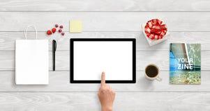 Tablette avec l'écran blanc d'isolement pour l'APP ou la présentation sensible de conception de site Web Photo libre de droits