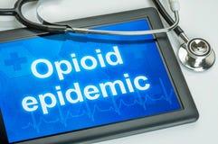 Tablette avec l'épidémie d'Opioid des textes photos libres de droits