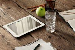 Tablette avec un écran vide Images libres de droits