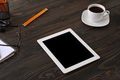 Tablette blanche avec un écran noir Image stock