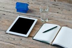 Tablette blanche avec un écran vide Image libre de droits