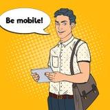 Tablette d'Art Young Man Using Digital de bruit Type avec le périphérique mobile Photos stock