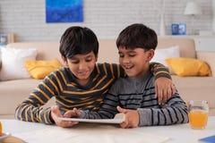 Tablette de Childrenwith Images libres de droits