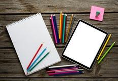 Tablette de Digital avec les réseaux sociaux Image libre de droits