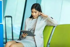 Tablette de femme d'affaires Image libre de droits