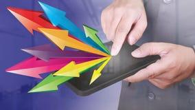 Tablette de PC de Click d'homme d'affaires avec la propagation de flèches Sha de lancement photos libres de droits