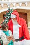 Tablette de Santa Claus And Boy Using Digital Photographie stock libre de droits