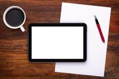 Tablette digitale blanc sur le bureau photo libre de droits