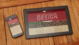 Tablette et téléphone portable au-dessus d'une table rustique Page Web sensible de conception photo stock