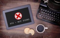 Tablette montrant une erreur, 404 Photos libres de droits