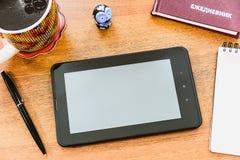 Tablette sur la table Image stock