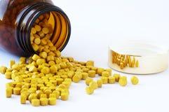 Tabletten auf einem weißen Hintergrund Stockbild