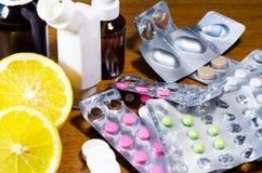 Tabletten en citroen Royalty-vrije Stock Afbeeldingen