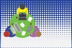 TABLETTEN-Kaffeetassepapiere des oberen B?roangestellt-Rundtischlaptops der Ansicht drei besch?ftigten Personal-Computer Funktion lizenzfreie abbildung