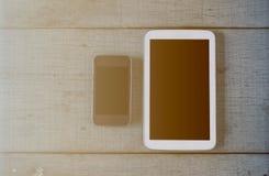 Tabletten op houten vloer royalty-vrije stock afbeeldingen