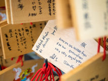 Tabletten van het paard de houten gebed met Thaise hand die in Kiyomizu D schrijven Stock Foto