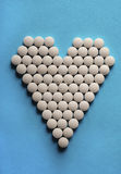 Tabletten in vorm van hart Stock Afbeelding