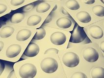 Tabletten in zilverachtig blarenclose-up Antibiotica van de pil stock foto's