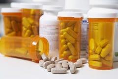 Tablettenfläschchen Lizenzfreie Stockfotos