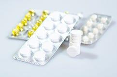 Tablettes dans un paquet. Images libres de droits