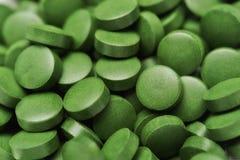 Tablettes de chlorella - algues vertes Photos stock